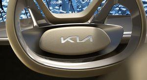 كيا كرنفال هي أول سيارة تحصل على شعار العلامة الجديد
