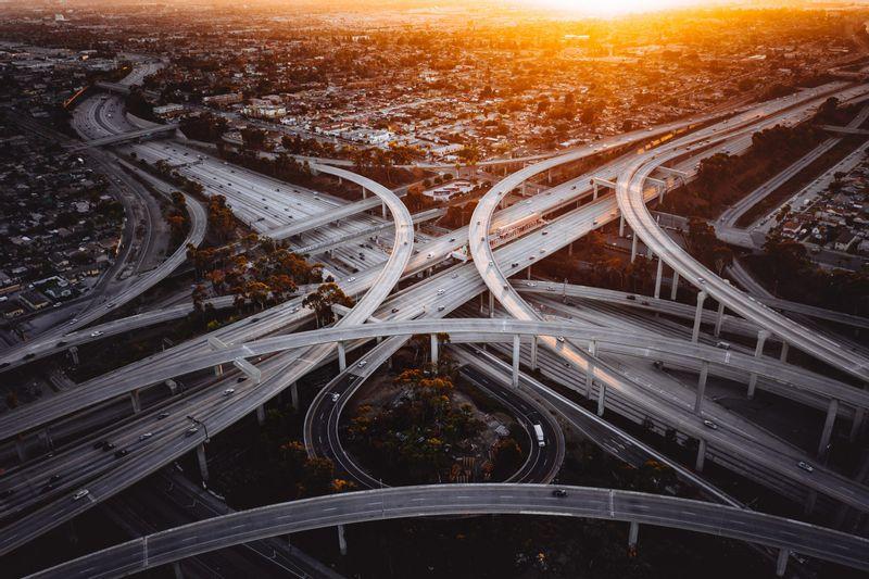 شركة نيوم توقع مذكرة تفاهم مع شركة هايزون الأمريكية لبناء مصنع سيارات هيدروجينية في المملكة