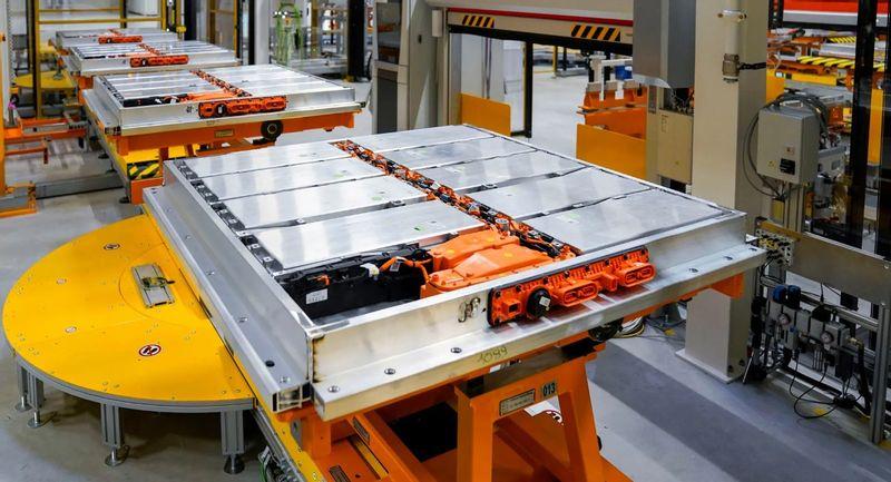 ألمانيا تكتشف مخزونًا ضخمًا من الليثيوم يكفي لصنع بطاريات 400 مليون سيارة كهربائية