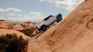 'جي إم سي هامر EV' الكهربائية تتألّق في اختبارات الدروب الوعرة وتتهيّأ لخوض المغامرات الصحراوية الشيّقة