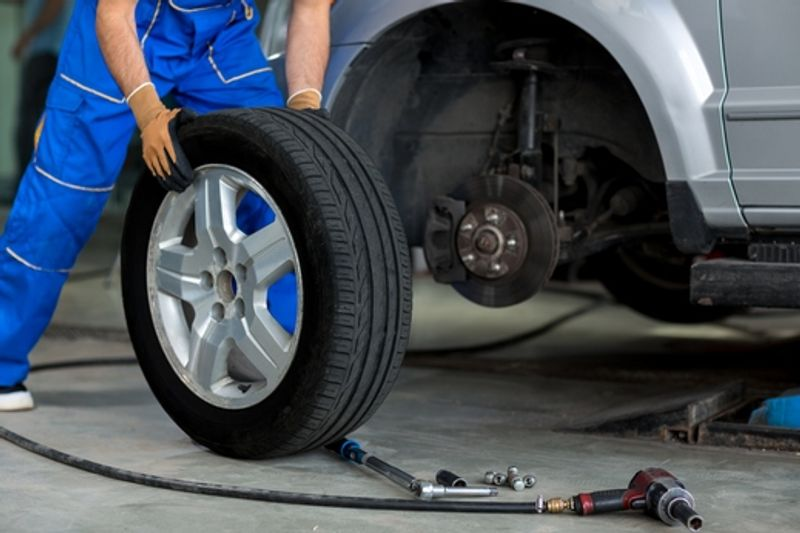 نصائح الخبراء للمحافظة على إطارات سيارتك واكتشاف مدى تضررها مبكرا