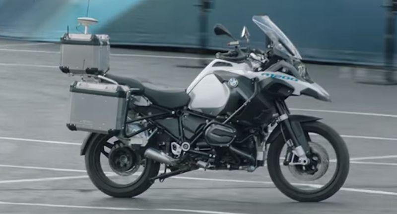 دراجة BMW جوست نارية ذاتية الحركة تبهر الحضور في لاس فيجاس