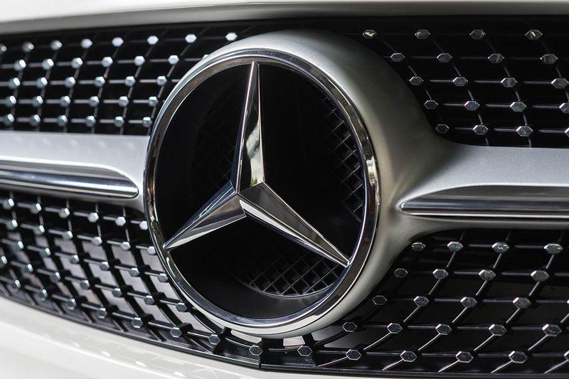 ما هي أسباب اتخاذ رمز النجمة الثلاثية شعار لسيارات مرسيدس الألمانية؟