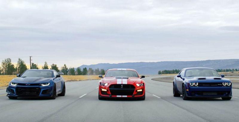 سباق شرس بين تشالنجر هيلكات ريد اي وموستنج شيلبي GT500 وكامارو ZL1 1LE!