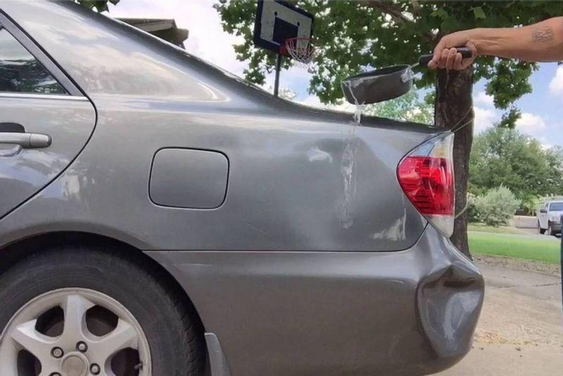 حيلة بسيطة تمكنك من إصلاح صدمات وانبعاج هيكل سيارتك بنفسك
