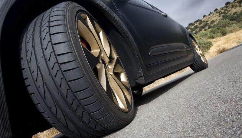 هل عدم إجراء موازنة الإطارات يؤثر على استهلاك الوقود بالسيارة؟