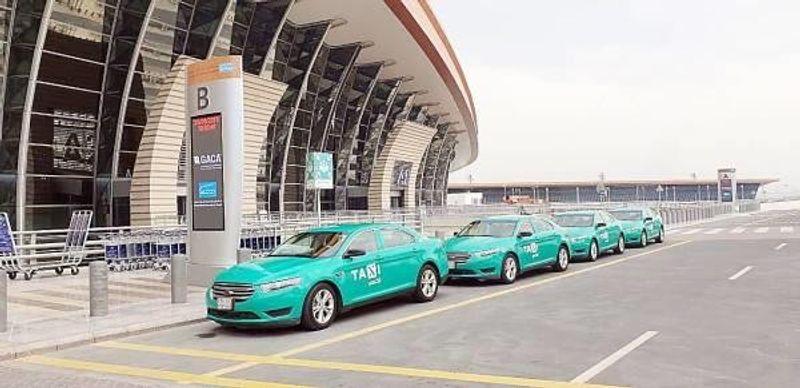 تعرف على أسباب اختيار اللون الأخضر لسيارات الأجرة الجديدة بالمملكة
