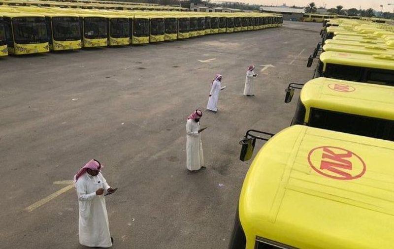 أبرز الاشتراطات الواجب توافرها في سائقي حافلات النقل التعليمي