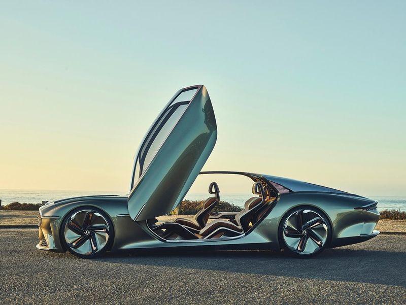 بنتلي EXP 100 GT تحصل على لقب 'أجمل سيارة نموذجية للعام' بالمهرجان الدولي للسيارات في فرنسا