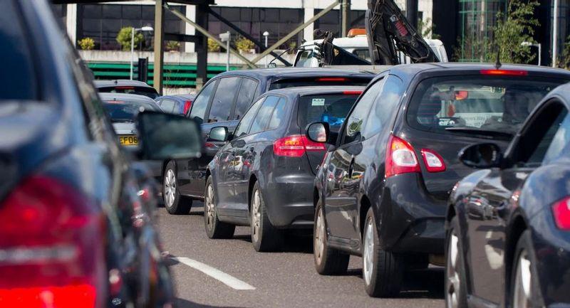 بريطانيا تعجل بموعد حظر سيارات البترول والديزل إلى 2035
