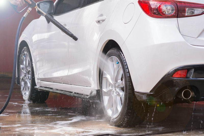 غسل سيارتك في هذا الوقت قد يكون خطر على حياتك..تعرف على السبب!