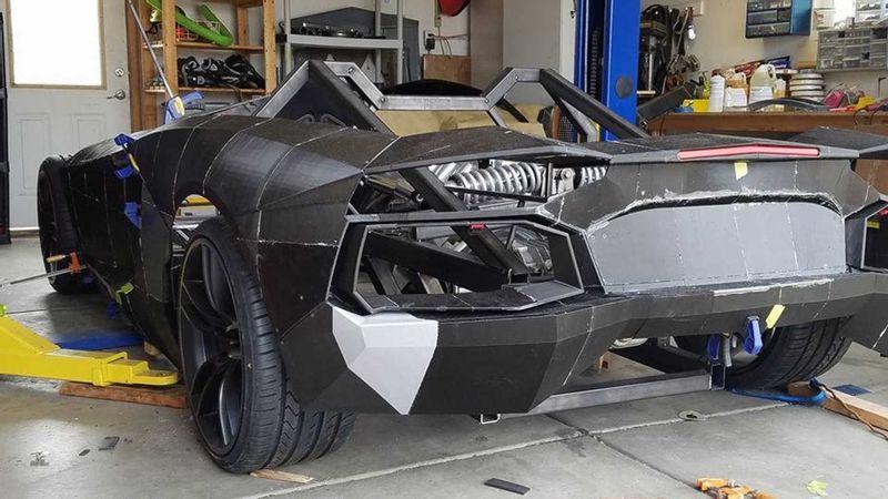 """""""بالفيديو"""" فيزيائي يستخدم طابعة ثلاثية في تصنيع سيارة لامبورجيني بسعر 75 ألف ريال فقط"""