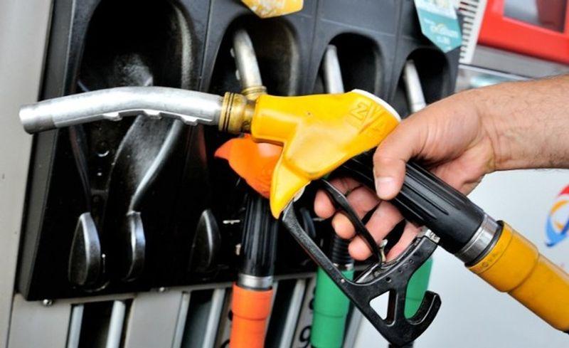 ما هي خطورة ملء خزان وقود السيارة بالكامل في الأيام شديدة الحرارة في الصيف؟