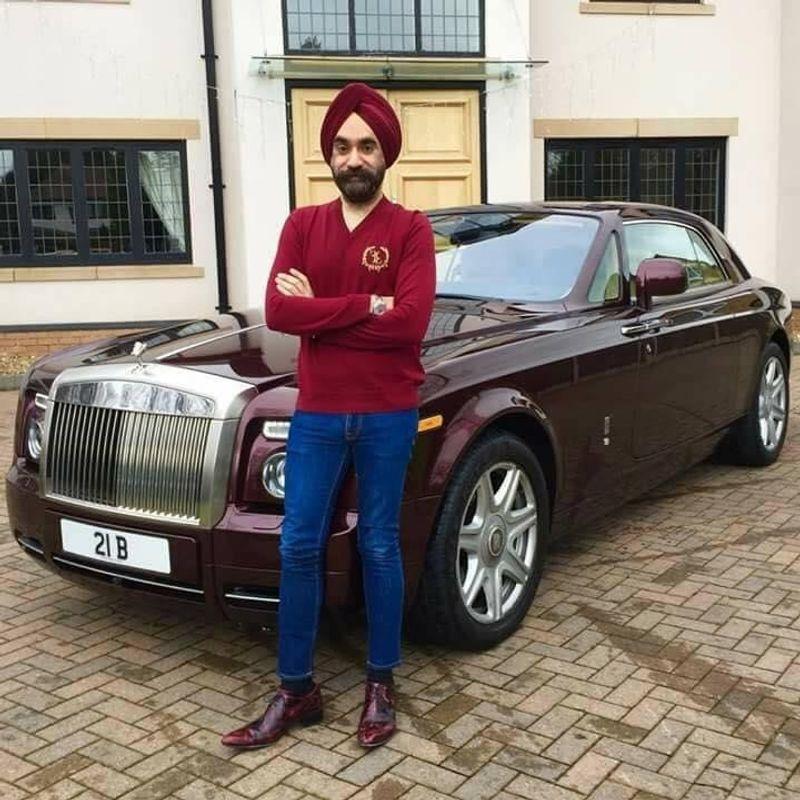 """تعرف على قصة الملياردير الهندي مع سياراته الـ""""رولز رويس"""" وعمامته السبع"""