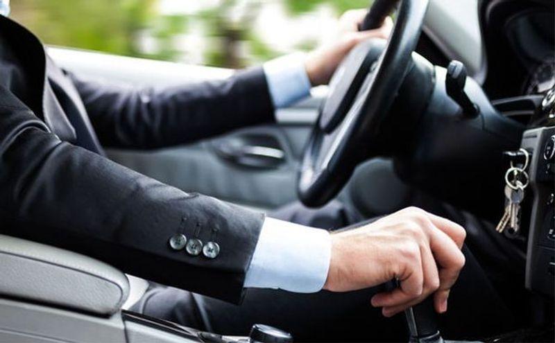 ما هي أبرز أسباب تقطيع السيارة عند الضغط على دواسة البنزين؟